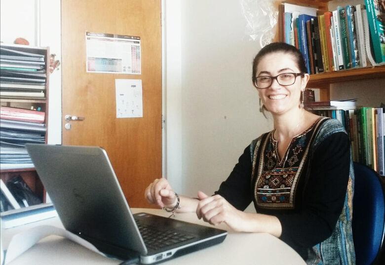 Fernanda Silva irá trabalhar com materiais produzidos pelos estudantes de licenciatura nas disciplinas de orientação de estágio - Crédito: Fábio Rogério - CCS/UFSCar
