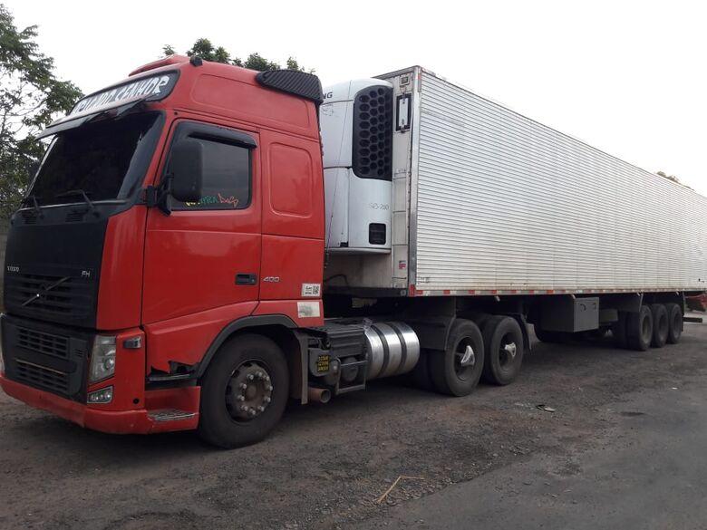 PM recupera carreta que foi roubada na Washington Luis - Crédito: Maycon Maximino