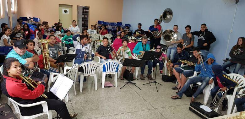 A Banda Marcial de Ibaté conta hoje com cerca 55 alunos - Crédito: Divulgação