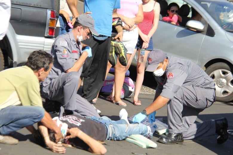 Motociclista sofre fratura exposta na perna após acidente de trânsito - Crédito: Maycon Maximino