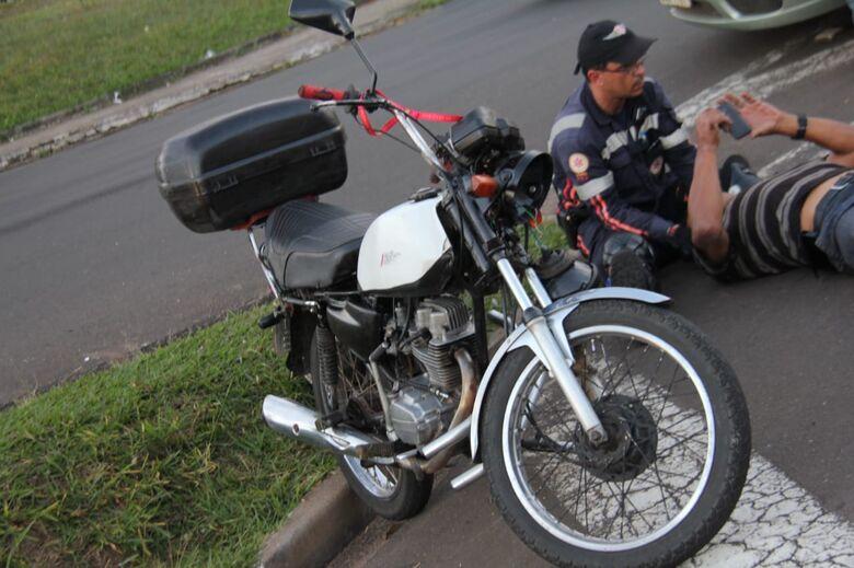 Motociclista se envolve em acidente na região da rodoviária - Crédito: Fotos Maycon Maximino