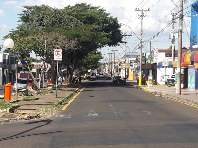 Movimento tranquilo na rua Larga após vitória do Brasil. -