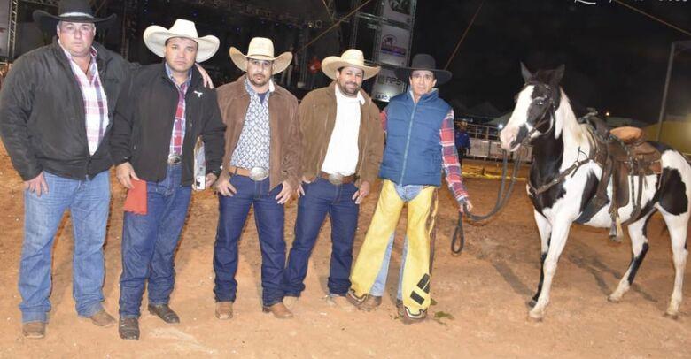 Os são-carlenses que integraram a modalidade cutiano no rodeio de Ibaté - Crédito: Divulgação