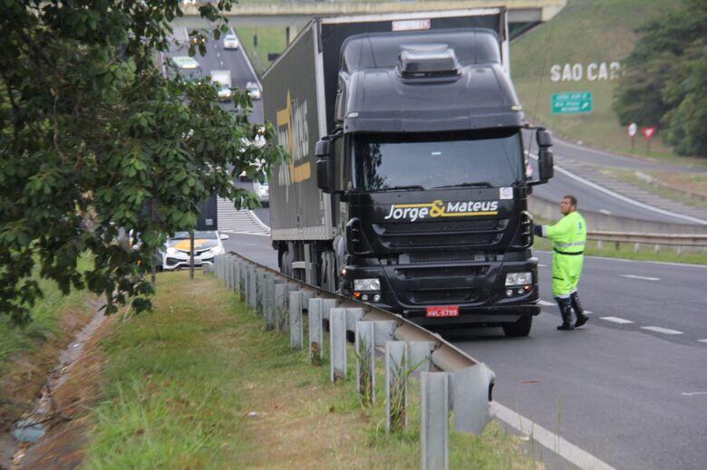 Carreta da dupla Jorge e Mateus se envolve em acidente em São Carlos -