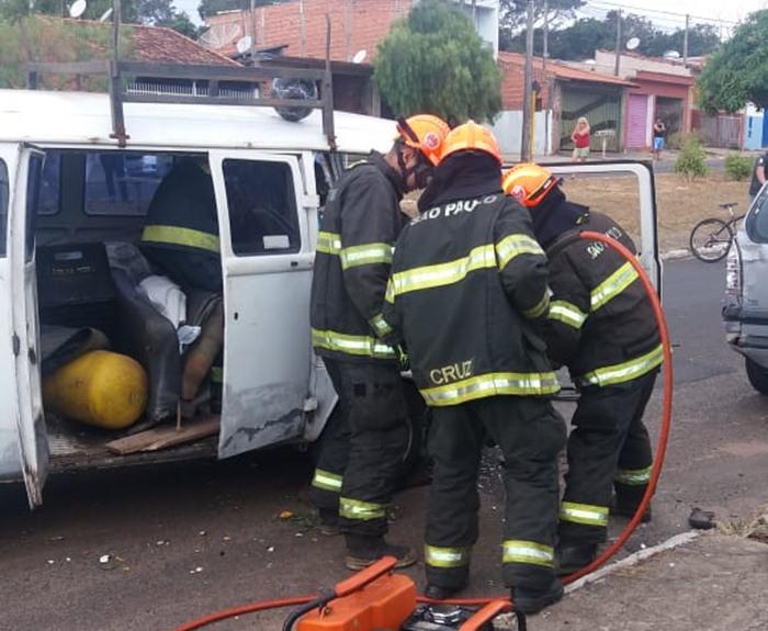 Passageiro fica preso nas ferragens após colisão [vídeo] - Crédito: Colaborador/SCA