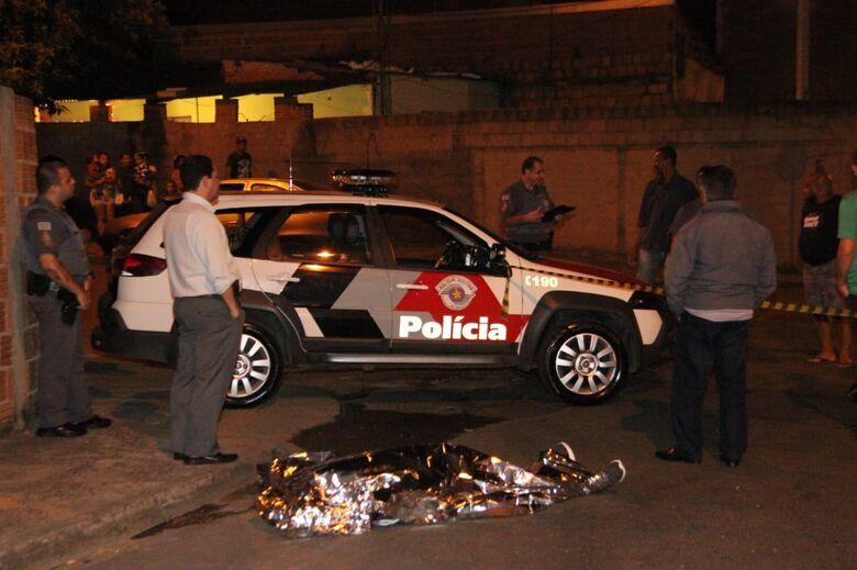 Homem é executado a tiros no Aracy - Crédito: Fotos Maycon Maximino