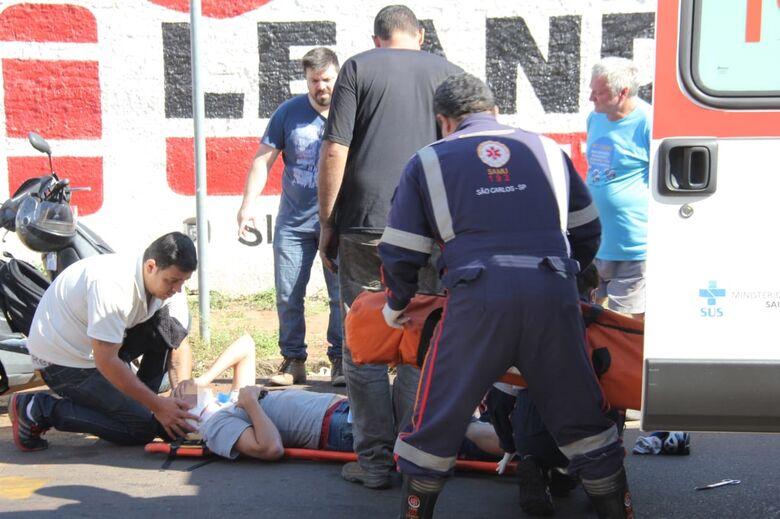 Motociclista sofre queda e fratura a perna - Crédito: Maycon Maximino