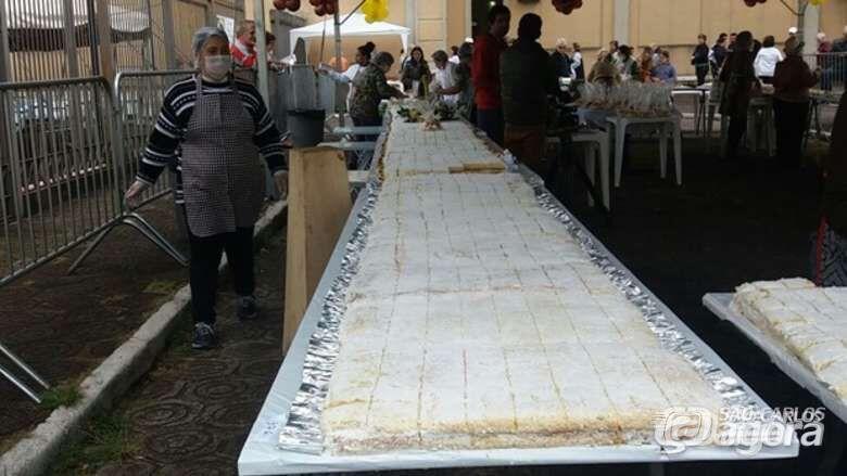 Em 2017, bolo de Santo Antonio também teve 130 metros de comprimento - Crédito: Arquivo/SCA