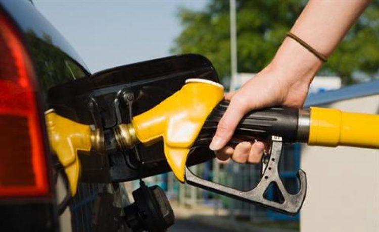 Petrobras anuncia aumento de 1,3% no preço da gasolina nas refinarias - Crédito: Agência Brasil