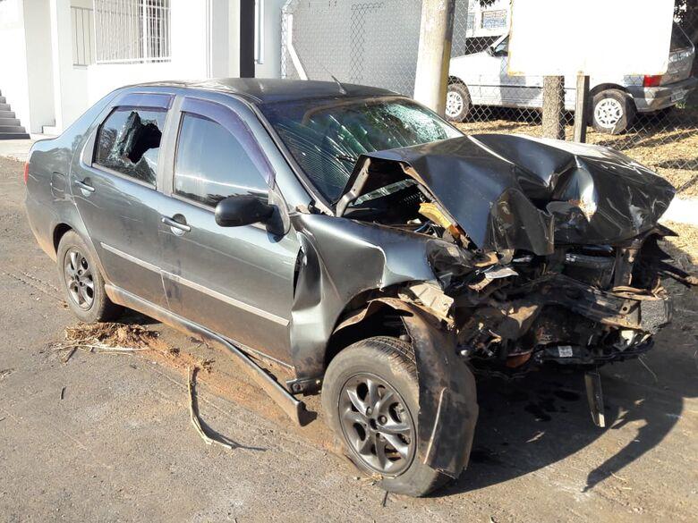 Homem morre após colidir carro em árvore na SP-215 - Crédito: Maycon Maximino