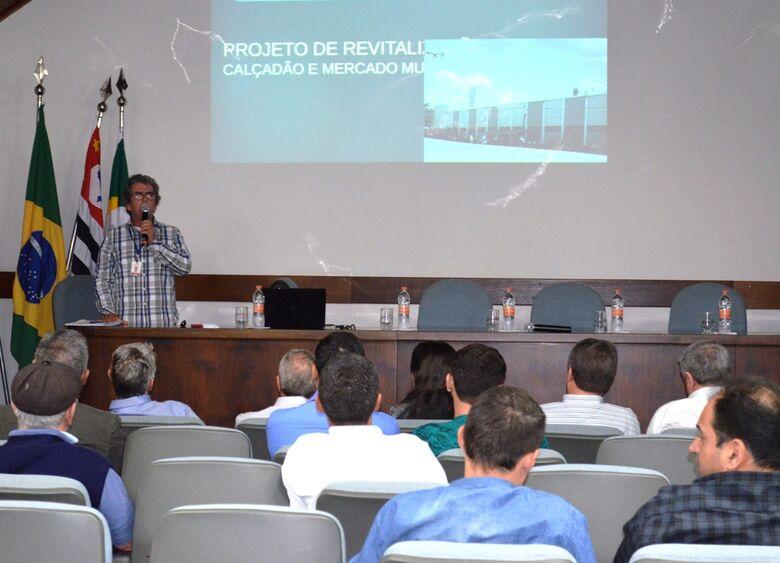 Projeto para transformar o calçadão em Boulevard é apresentado para vereadores e comerciantes na ACISC -