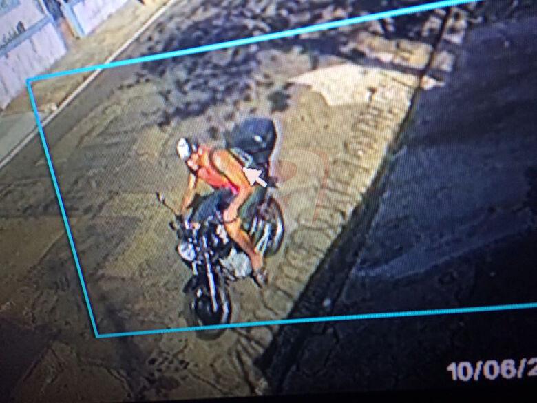 Ladrão furta moto na Vila Monteiro - Crédito: Colaborador