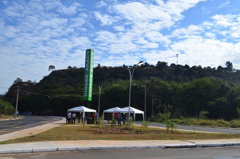 Prefeitura inaugura Praça Rotatória Gervásio Pereira da Piedade no Cidade Aracy -