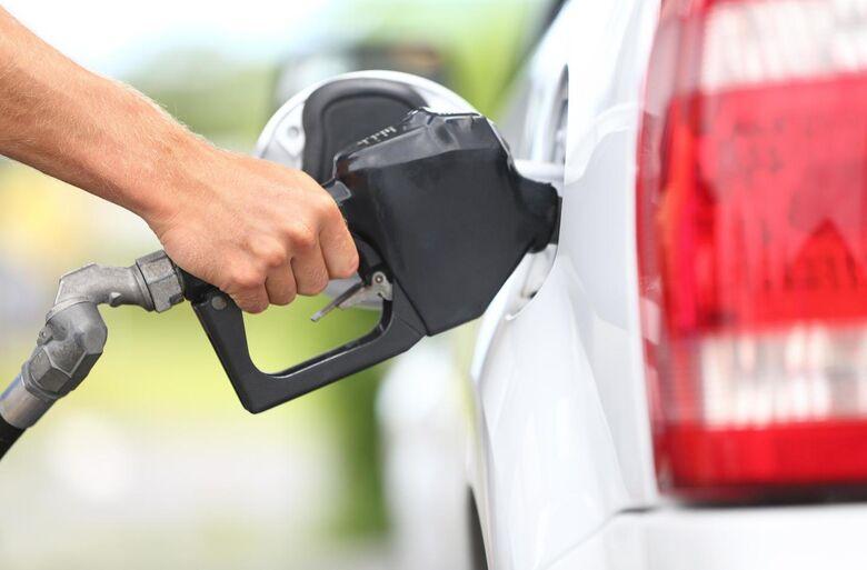 Petrobras anuncia alta de 0,80% no preço da gasolina para essa terça-feira -