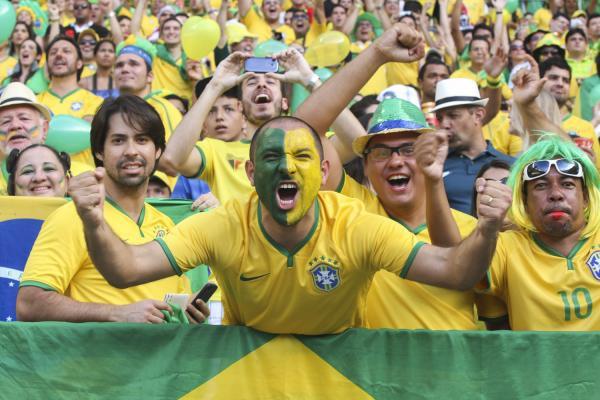Governo encurta expediente em dias de jogos do Brasil na Copa -