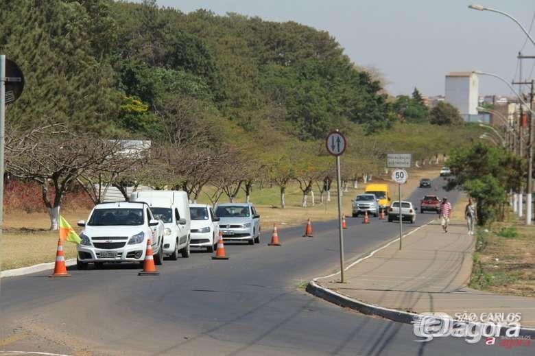 Avenida é interditada em frente ao Sesi -