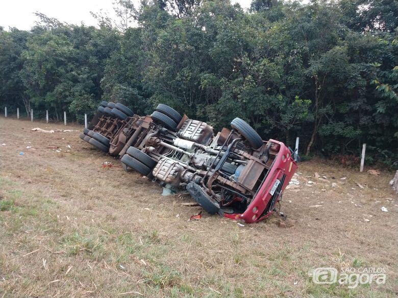 Caminhoneiro morre em acidente na SP-215 - Crédito: Descalvado Agora