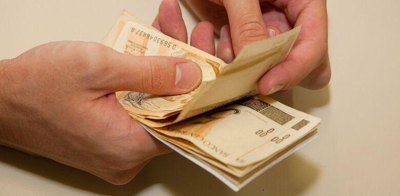 Abono salarial: trabalhadores têm até o fim do mês para sacar o benefício -