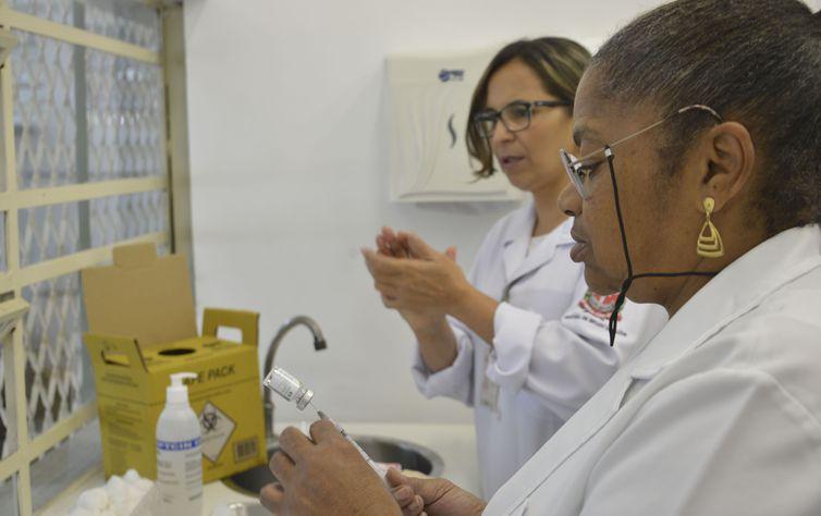 Dados do Ministério da Saúde apontam que 45,8 milhões de um total de 54,4 milhões receberam a dose da vacina contra a gripe - Crédito: Rovena Rosa/Agência Brasil
