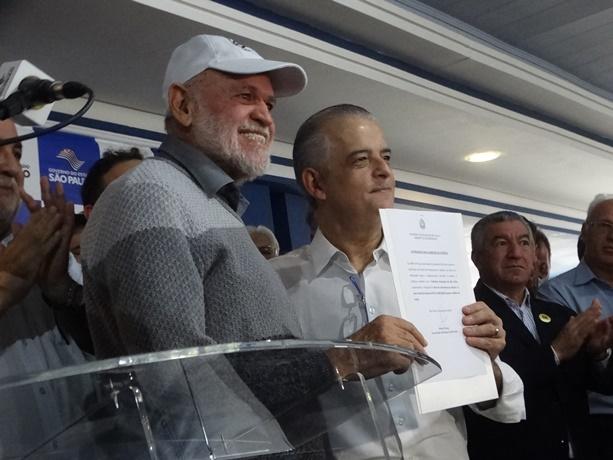 Márcio França ao lado de Airton Garcia durante anúncio de R$ 24 milhões em recape para São Carlos - Crédito: Marcos Escrivani