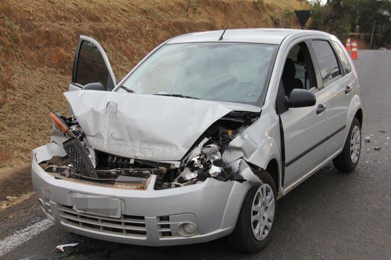 Frente do carro ficou destruído após o impacto - Crédito: Maycon Maximino