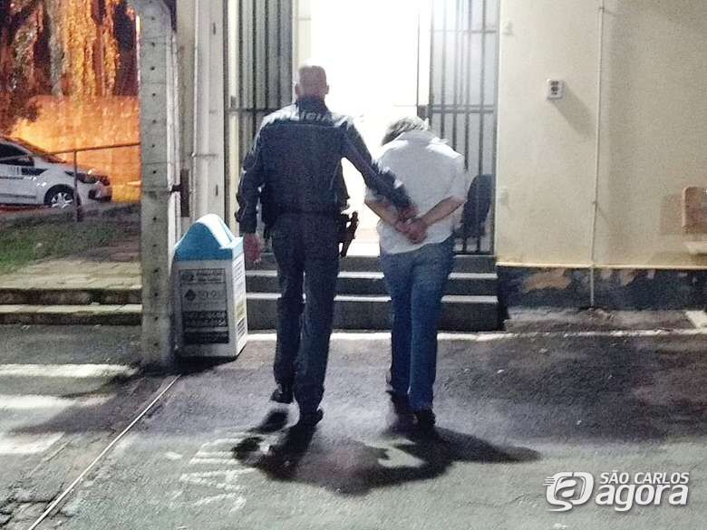 Após audiência de custódia, Justiça mantém prisão de estudante de direito acusada de roubo -