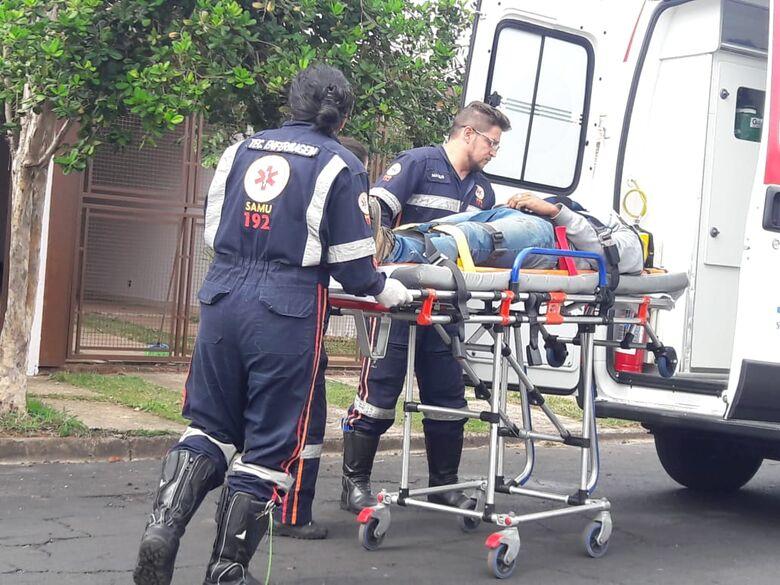Pintor caiu da escada e necessitou passar por atendimento médico - Crédito: Maycon Maximino