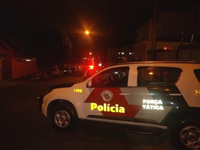 Polícia Militar e fiscais da Prefeitura acabaram com a bagunça em uma república - Crédito: Divulgação
