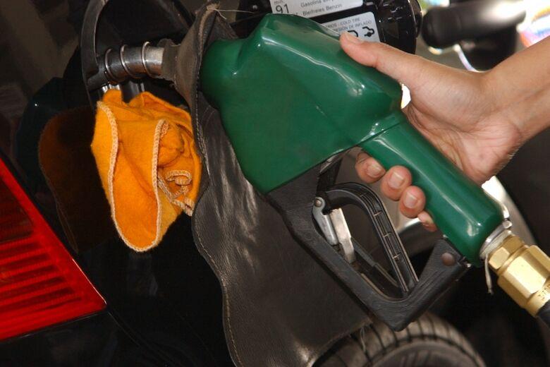 Petrobras reduz em 1,24% o preço da gasolina nas refinarias - Crédito: Agência Brasil