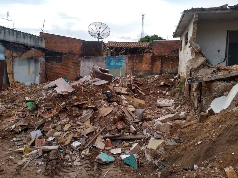 Imóvel usado por usuários de drogas é demolido no Jardim Beatriz - Crédito: Colaborador