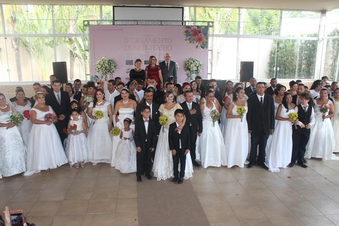 Durante casamento comunitário, 48 casais se uniram neste domingo - Crédito: Abner Amiel/Folha São Carlos e Região