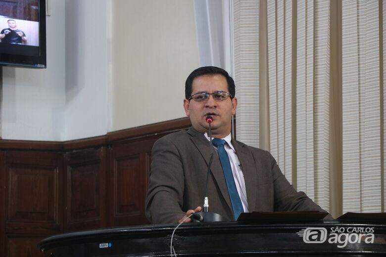 Vereador Roselei apresenta moção de apelo ao Governador do Estado sobre concurso de 2013 - Crédito: Divulgação