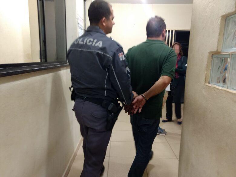 Homem é detido após agredir a filha de seis anos em lanchonete - Crédito: Luciano Lopes