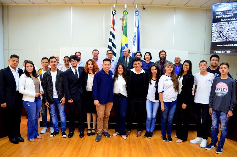 Câmara Municipal dá posse aos jovens do Parlamento Jovem Ibateense - Crédito: Divulgação