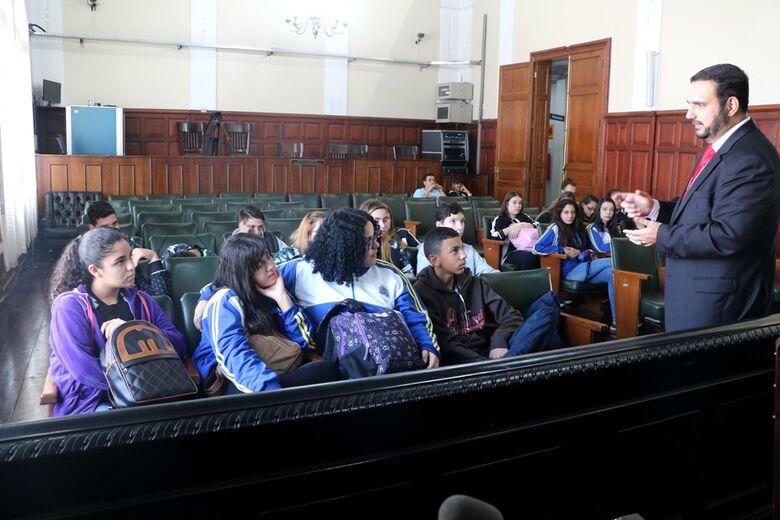 Turma da escola Carmine Botta em visita à Câmara com o presidente Julio Cesar - Crédito: Divulgação