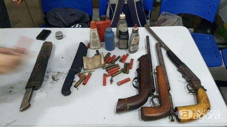 PM vai atender briga de casal e apreende várias armas de fogo em Guarapiranga - Crédito: Luciano Lopes