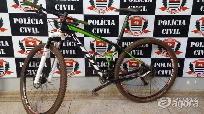 Na casa do acusado foram apreendidos, 1 motocicleta produto de furto, 4 bicicletas de alto valor - Crédito: X-Tudo Ribeirão