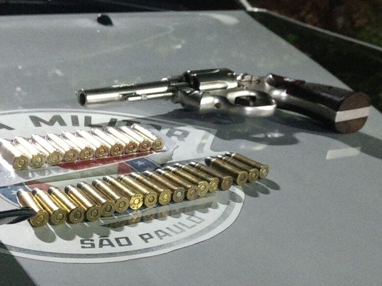 Força Tática apreende arma em residência no Aracy II - Crédito: Luciano Lopes