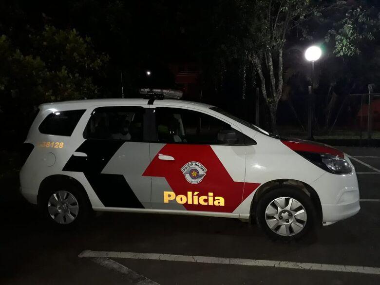 Adolescentes são flagrados transitando com droga e bebida em veículo - Crédito: Marco Lúcio