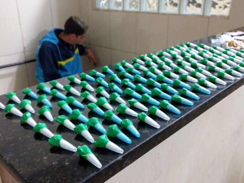 Força Tática detém jovem com grande quantidade de drogas no Jardim Gonzaga - Crédito: Luciano Lopes