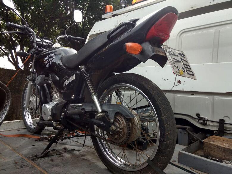 Moto adulterada é apreendida no Cidade Aracy II - Crédito: Luciano Lopes