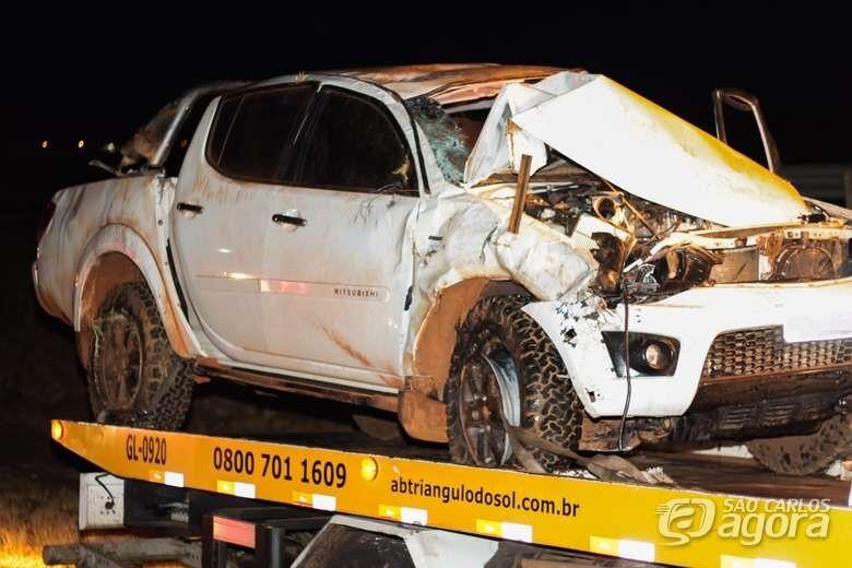 Jovem fica ferido após capotar caminhonete na Washington Luís - Crédito: Marco Lúcio