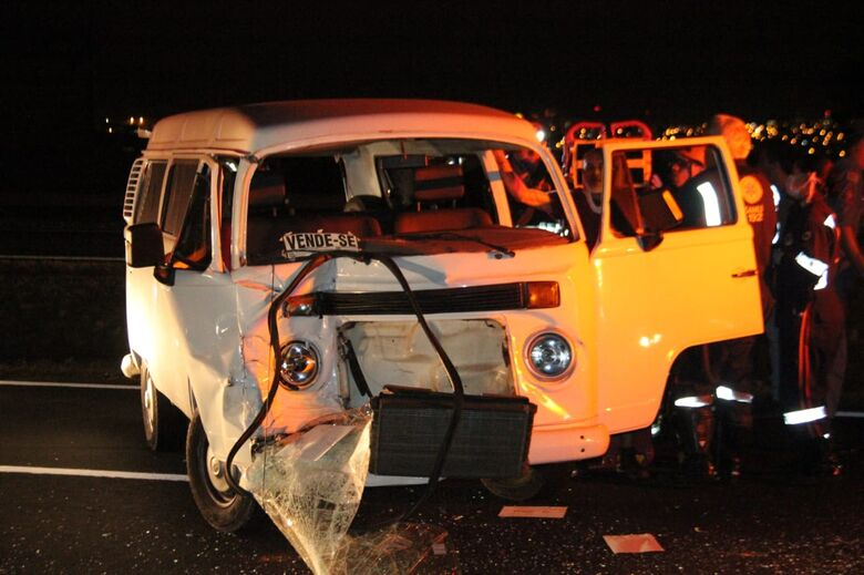 Três veículos se envolvem em engavetamento na Washington Luís - Crédito: Maycon Maximino