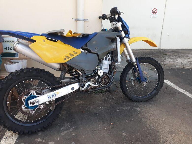 Proprietário de moto roubada há mais de um ano localiza veículo através de internet - Crédito: Marco Lúcio