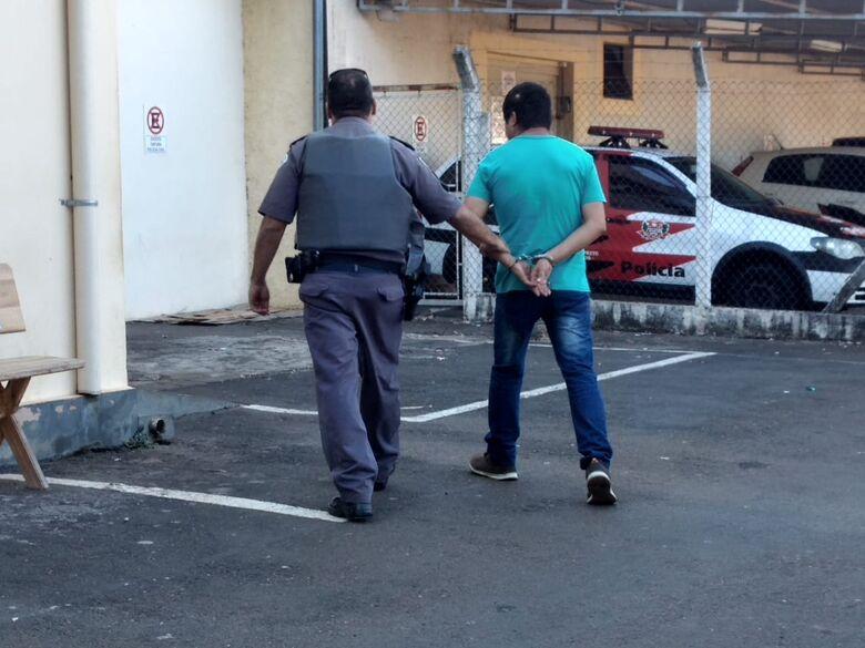 Homem é detido após assediar adolescente em ônibus - Crédito: Luciano Lopes
