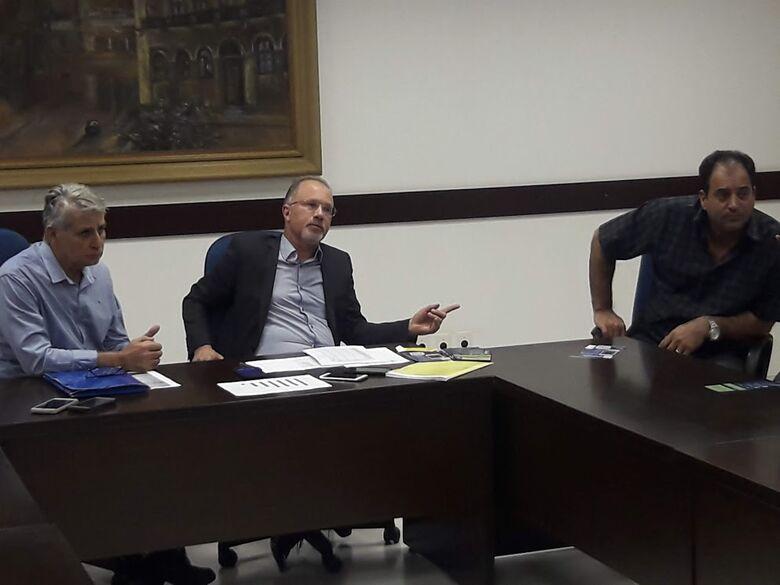 Sérgio Rocha participa de anúncio de cancelamento de multas da área azul - Crédito: Divulgação