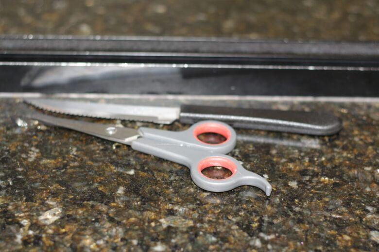 Adolescente é flagrado com faca e tesoura no Terminal Rodoviário - Crédito: Marco Lúcio