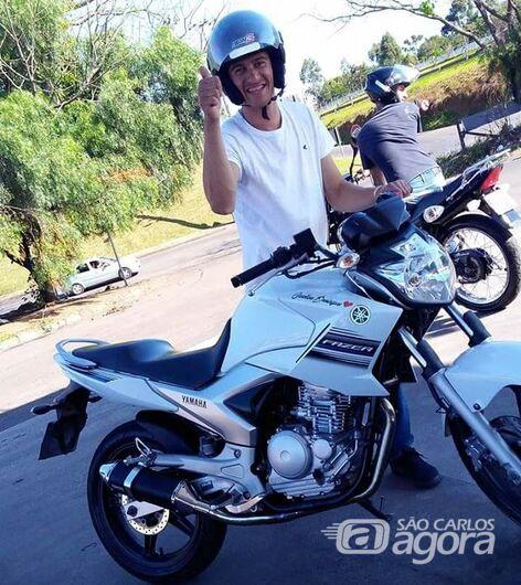 Família faz homenagem a motociclista que morreu em acidente - Crédito: Divulgação