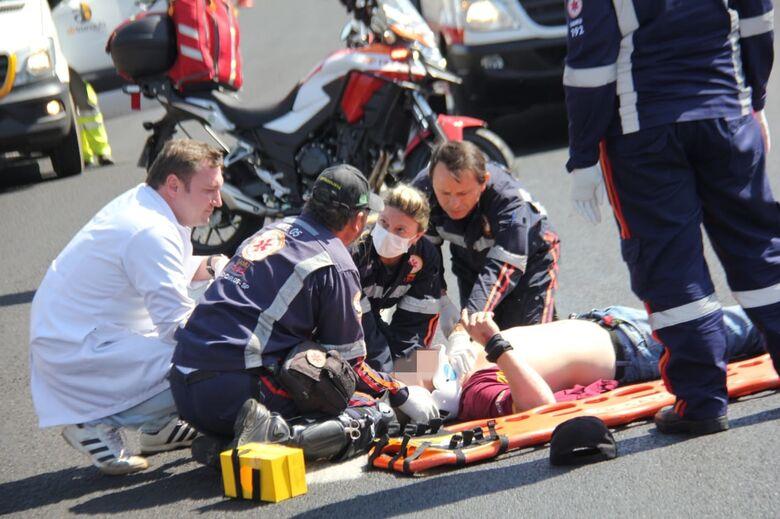 Colisão deixa motoboy ferido na rodovia Washington Luís - Crédito: Maycon Maximino