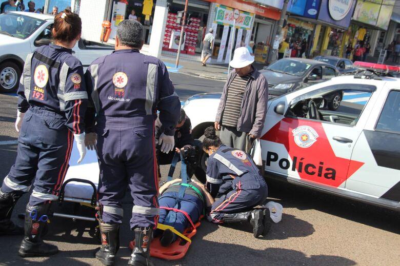 Ao atravessar a avenida São Carlos, idosa é atropelada no Centro - Crédito: Arquivo/SCA
